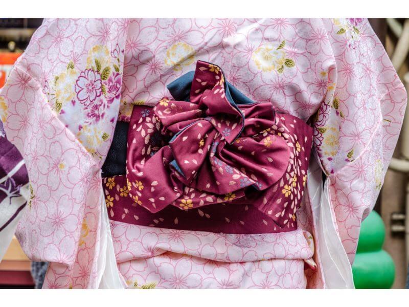 ピンクの着物に合う赤紫色の帯