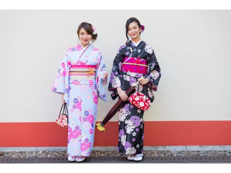 着物を普段着として活用している2人の女性