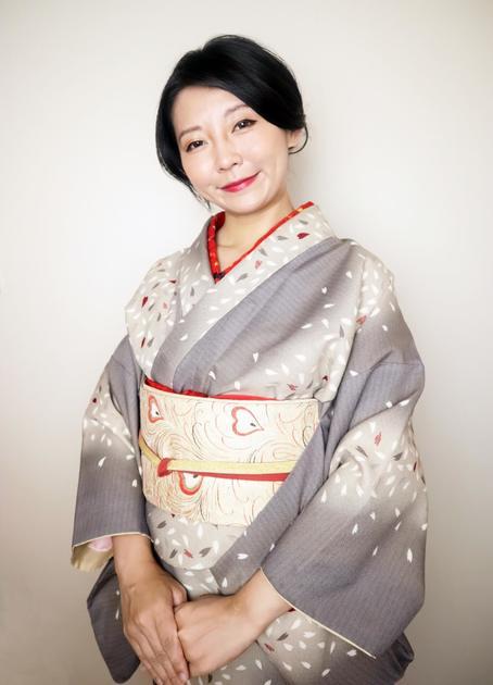 名古屋帯と着物が似合う女性